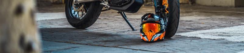 ヘルメットを脱ぐ【公道でのバイク降車手順】