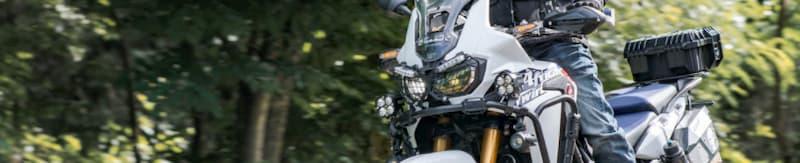 白いバイクの特徴・メリット・デメリット【バイクのカラーリング、色いろいろ】