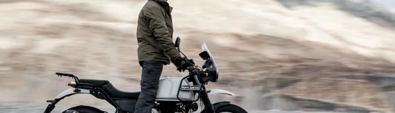 冬のバイク教習はスキニ-以外のデニムパンツ、特に女性の方はスキニー以外のもの
