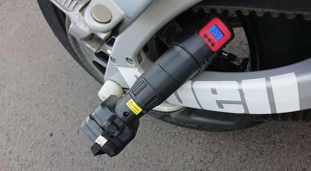指定空気圧の半分以上の空気圧にしておく【バイクのパンク修理】