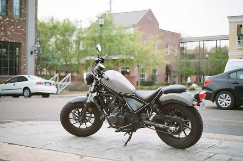 「250ccに見えない!」というのがひどい言葉だと気付かない【バイクが下手な人の特徴・バイク初心者あるある】