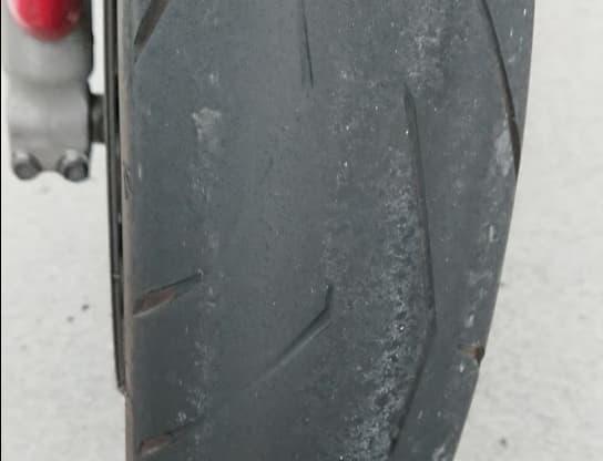 タイヤの溝はあるか注意