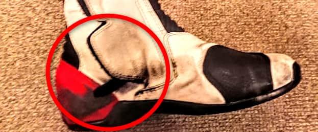 ヒールグリップで汚れたブーツ