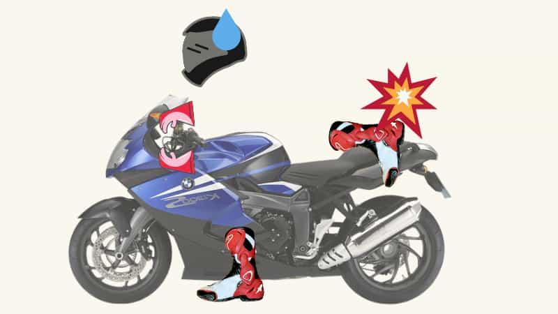 雑にバイクにまたがるのは自己の元