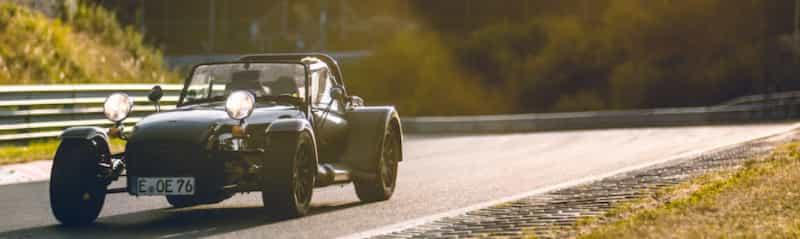 対向車のスポーツカーからのヤエー