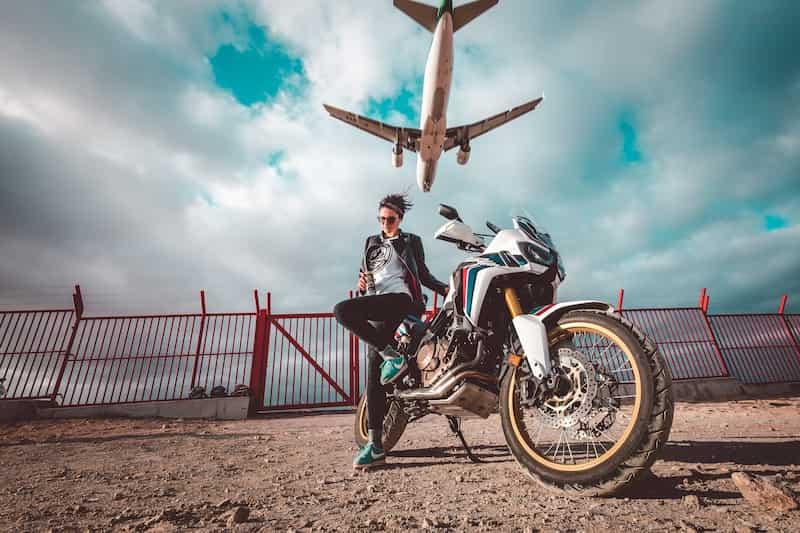 バイク写真の撮り方低い位置から撮る