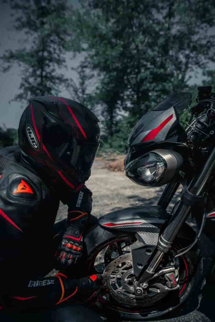 バイクと向き合ったお決まりの寒い写真