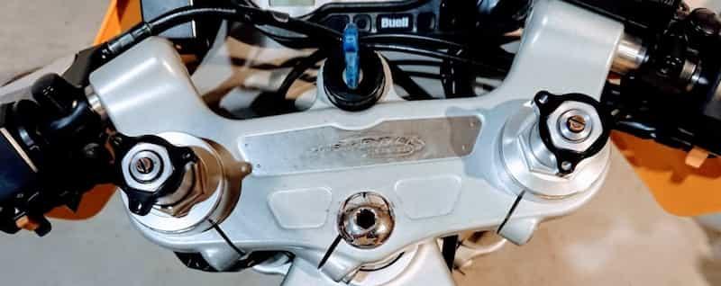 バイクの鍵、理想は一本差し【バイクのキーホルダーは革もキーケースもダメ!】