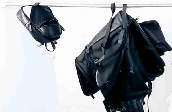 逆さまにしてポケット全開で干す【シートバッグの洗い方】