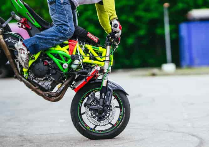 バイク教習急制動のブレーキのコツ