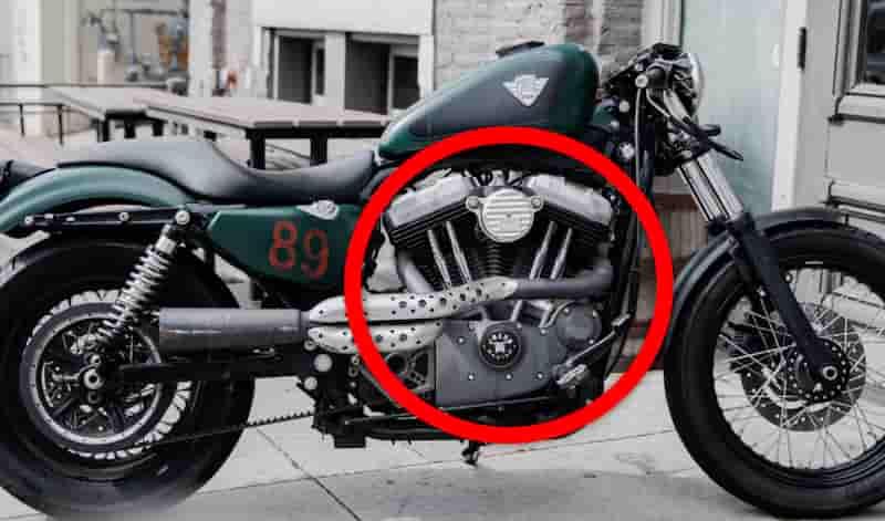 バイクを前に進む力の原動力はエンジン