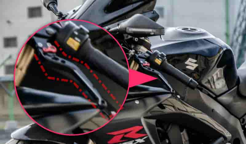 エンジンの力をタイヤに伝える強弱をコントロールするのは左手のクラッチレバー【バイクの乗り方】